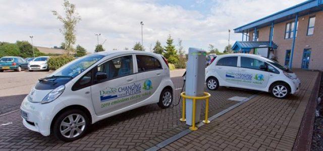 Dundee, Escocia. Los coches eléctricos reducen las emisiones un 30%, y logran un importante ahorro económico