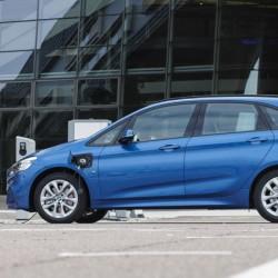 BMW 225xe. La versión híbrida enchufable será más barata que la gasolina