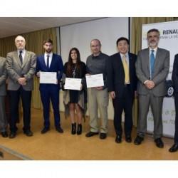 Renault entrega el premio del concurso al mejor proyecto de fin de carrera sobre Movilidad Sostenible
