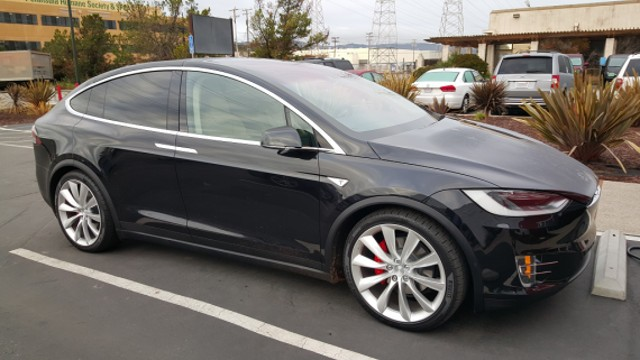 Tesla-Model-X-Founders-36-2-570x321