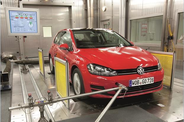 """Un VW Golf """"pasando"""" una prueba bajo el ciclo NEDC"""