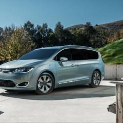 A pesar de la bajada del precio de los combustibles, los fabricantes deberán seguir apostando por el coche eléctrico