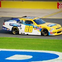 El científico Bill Nye pide que la NASCAR se pase a los coches eléctricos