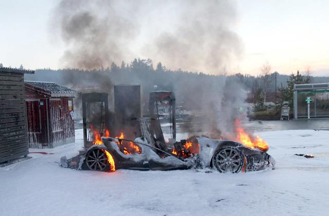 Tesla bursts into flames 3