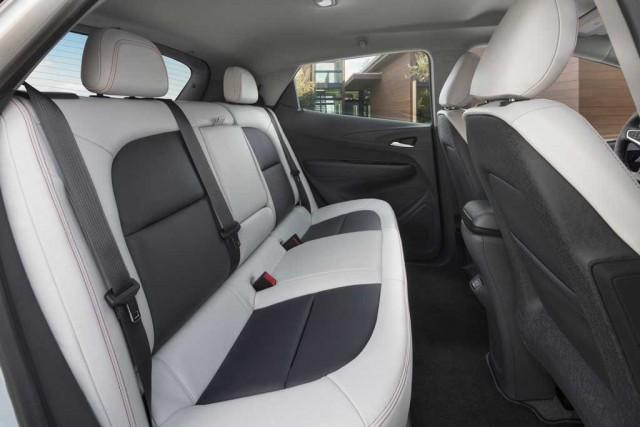 chevrolet-bolt-asientos-traseros