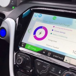 Un vistazo al interior del Chevrolet Bolt. Retrovisor, frenada regenerativa…consumo