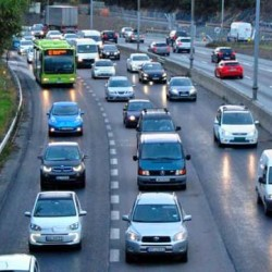 Reino Unido permitirá a los coches eléctricos circular por el carril bus