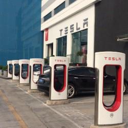 Motivos por los que las reservas del Model III comenzarán en los Tesla Stores