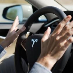 Tesla quiere revolucionar nuestros desplazamientos con el sistema de conducción automático