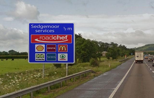 motorway-signs-señales-autopista-ecotricity