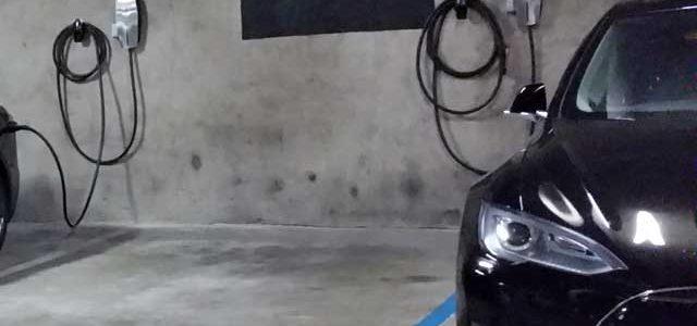 Tesla extiende el programa de Carga en Destino a los lugares de trabajo