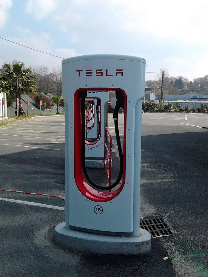 Supercargador Tesla Bayona