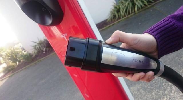 Tesla en conversaciones con las redes de gasolineras para instalar cargadores rápidos