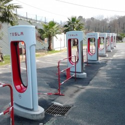 Tesla incrementa la potencia de los supercargadores hasta los 145 kW