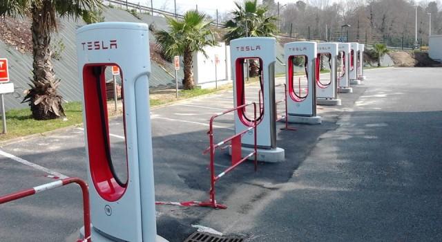 Todos los caminos llevan a Roma. El último Supercargador de Tesla permite llegar a Roma desde casi toda Europa