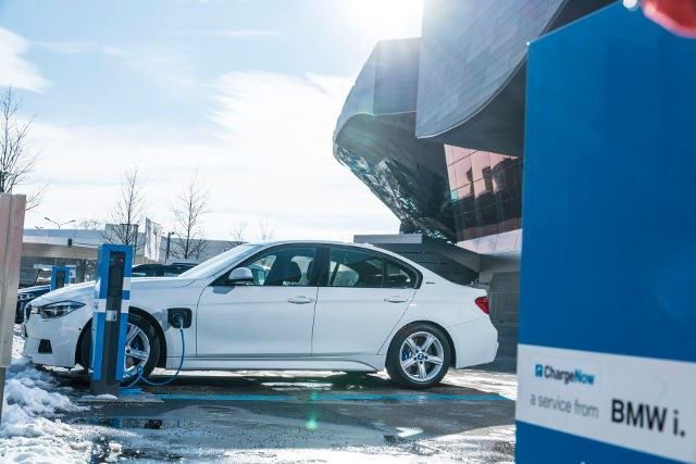 BMW-330e-iPerformance-3