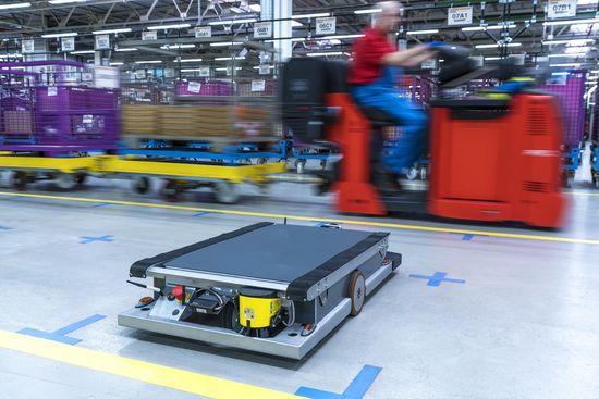 BMW-self-driving robots