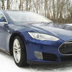 Un Tesla Model S y una casa independiente energéticamente