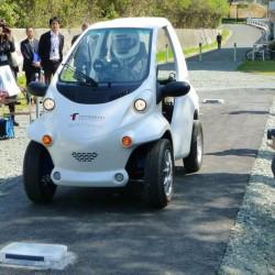 Desarrolladores japoneses diseñan un coche eléctrico que se recarga por las ruedas