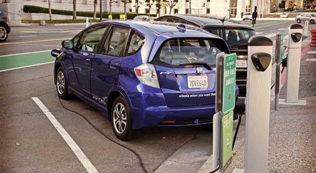 Las compañías eléctricas de California piden 1.000 millones de dólares para el despliegue de más puntos de recarga para coches eléctricos