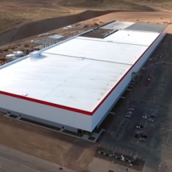 Nuevas fotos muestran que Tesla ya trabaja en doblar el tamaño de la gigafábrica de baterías