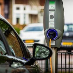 Una encuesta indica que 1 de cada 7 norteamericanos quiere que su próximo coche sea eléctrico