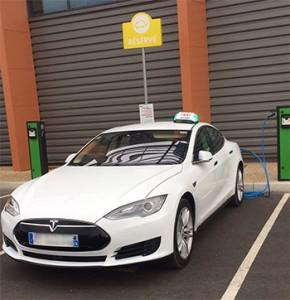 taxi-electrique-tesla-recharge