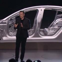 El Tesla Model 3 podría tener un sistema de información en el parabrisas. Producción más sencilla que el S y el X, y variedad de capacidades de baterías