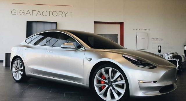 El Tesla Model 3, el único coche americano aspirante al Coche del Año en Norteamérica