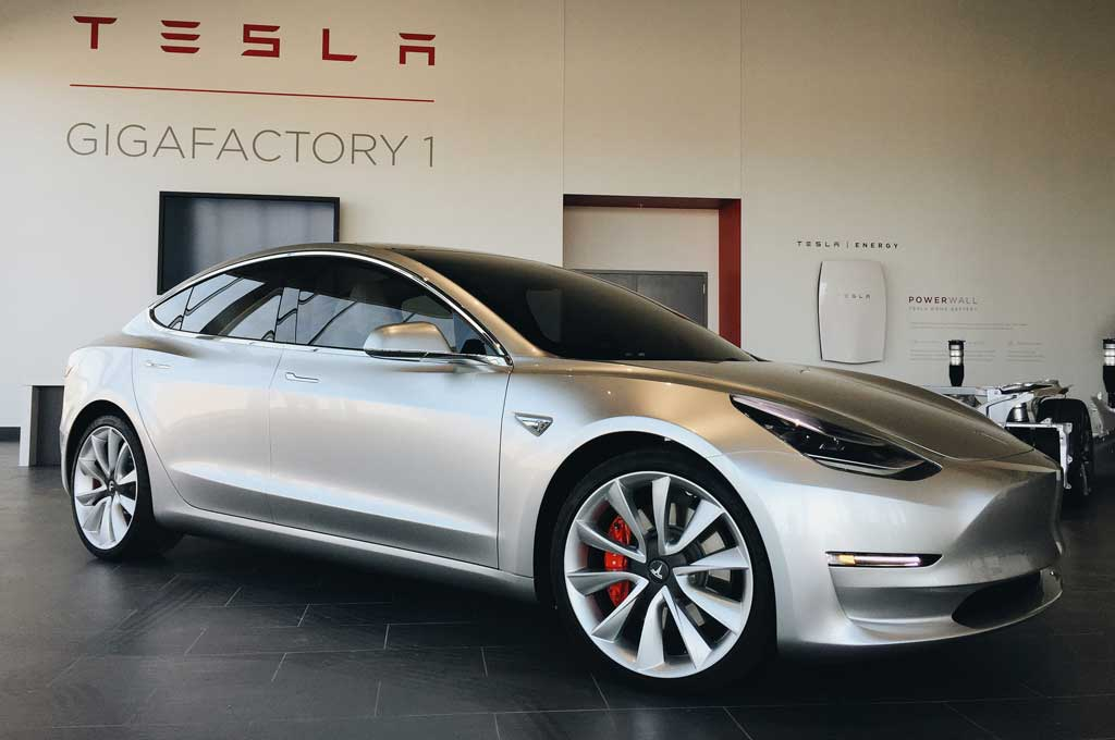 Tesla-Model-3-at-Gigafactory-1