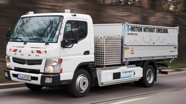 daimler-electric-truck-test-stuttgart-13