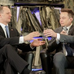 Según Elon Musk, el sistema de autopilotaje reduce la posibilidad de accidente un 50%