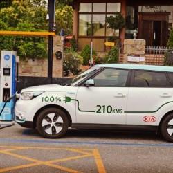 La Comunidad y el Ayuntamiento de Madrid empiezan el despliegue de una red de recarga rápida para coches eléctricos