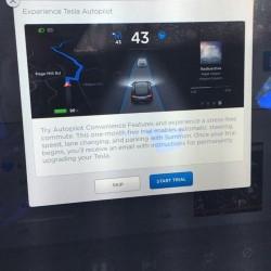 Tesla ofrece un mes de prueba gratuita del sistema de autopilotaje a los dueños del Model S y el Model X