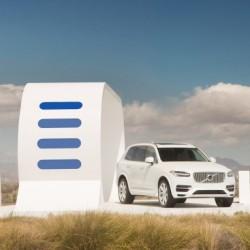 Volvo XC90 T8. Un híbrido enchufable a gasolina, electricidad…y otros coches