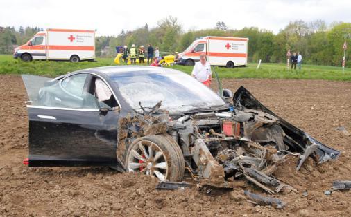 model-s-crash-germany-3