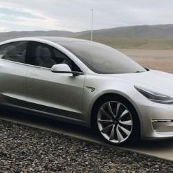 Tesla está probando un Model 3 con batería de 70 kWh y tracción total