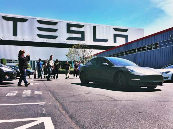 Matte-Black-Model-3-Tesla-Fremont-Factory