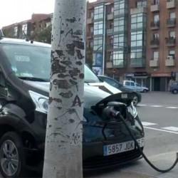 Puntos de recarga en el trabajo. AMB instala puntos para los usuarios de coches eléctricos de TV3 y Catalunya Ràdio