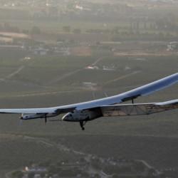 El Solar Impulse aterriza en Sevilla después de cruzar el océano Atlántico
