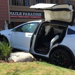 La culpa ha sido del piloto automático. Cada vez más usuarios culpan al sistema de Tesla de sus problemas al volante
