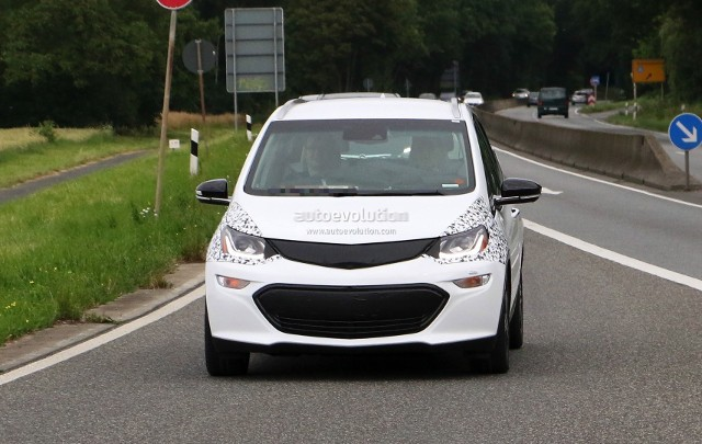 2017-opel-ampera-e-spied-in-germany-looks-almost-ready-for-production_1