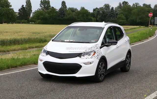 2017-opel-ampera-e-spied-in-germany-looks-almost-ready-for-production_2