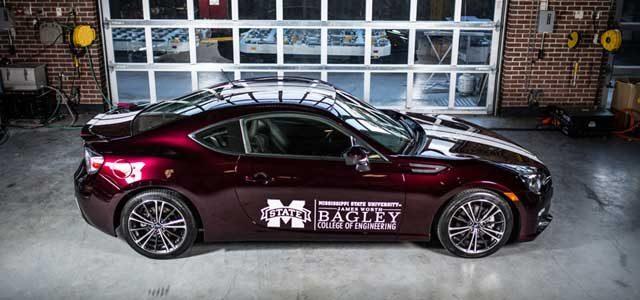 Estudiantes convierten un Subaru BRZ en un híbrido enchufable