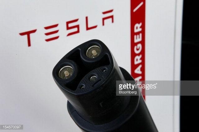 Tesla-Conector_01
