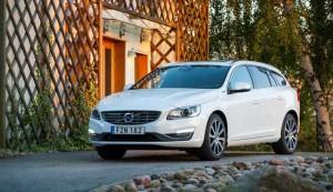 Volvo_V60_Twin_Engine_model_year_2016