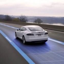 El Autopilot mejorado comienza a llegar a toda la flota de Tesla, aunque todavía solo en segundo plano
