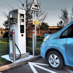 UK: Ecotricity empieza a cobrar 6 euros por 20 minutos en su autopista eléctrica