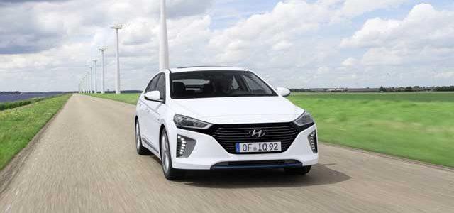 Presentado el Hyundai IONIQ híbrido enchufable. Hasta 63 kilómetros de autonomía eléctrica y llegada a Europa en julio