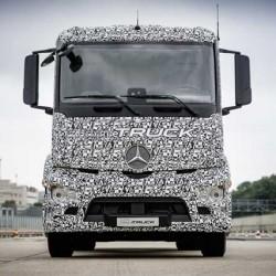 Mercedes enfría en entusiasmo por los camiones eléctricos. Presenta un modelo pero tardará 5 años en llegar